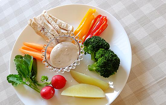 蒸し野菜とめかじきのディップ添え